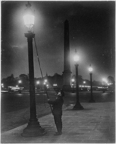 Allumeur de réverbères, place de la Concorde, 1933 - Брассай