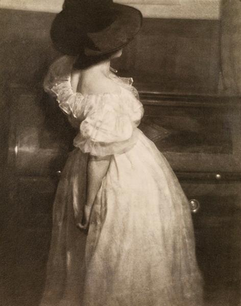 Study in Tonal Values III (Mary Warner), 1908 - Heinrich Kühn